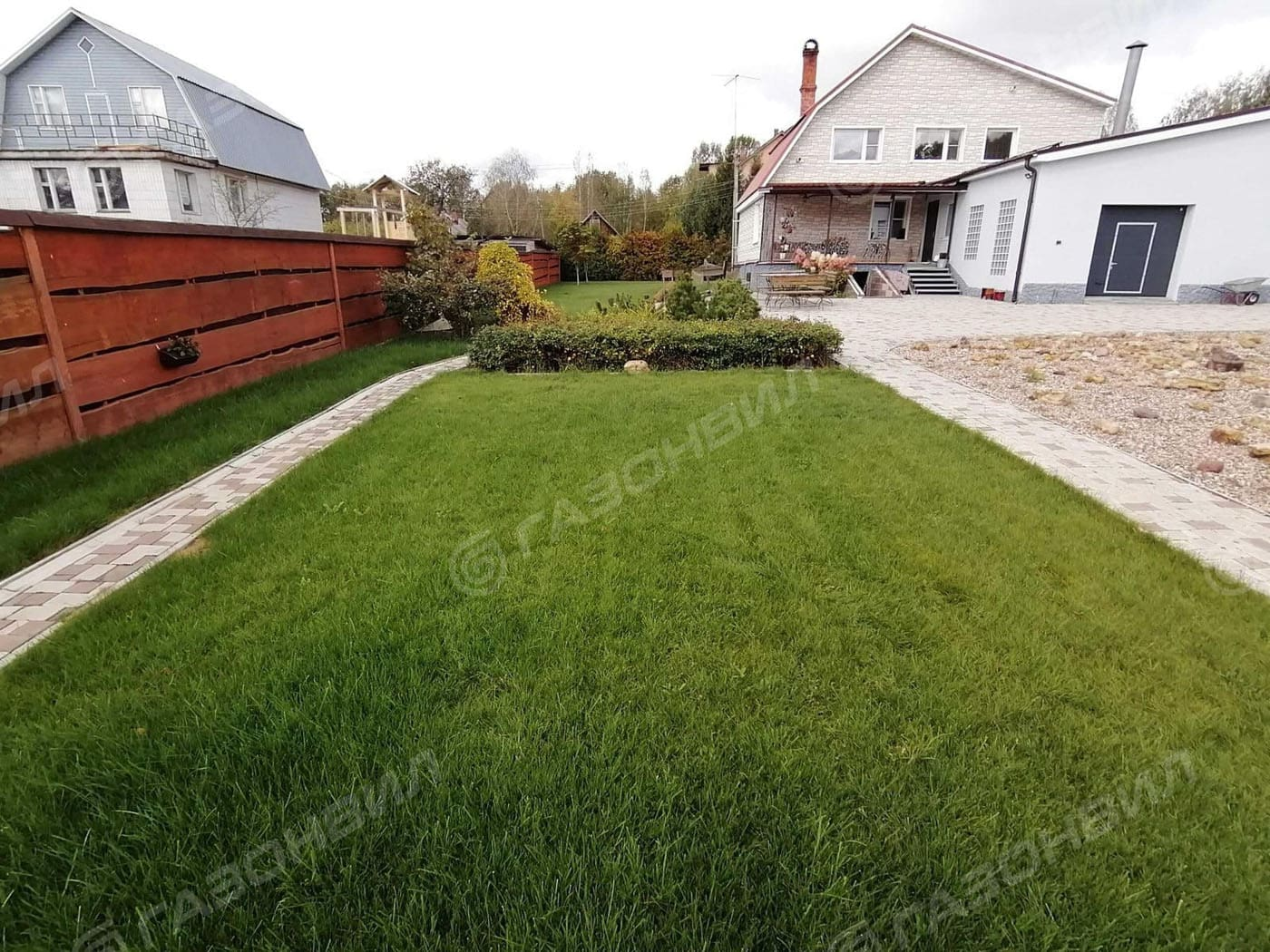 Трава для газона на склоне слайдер 3